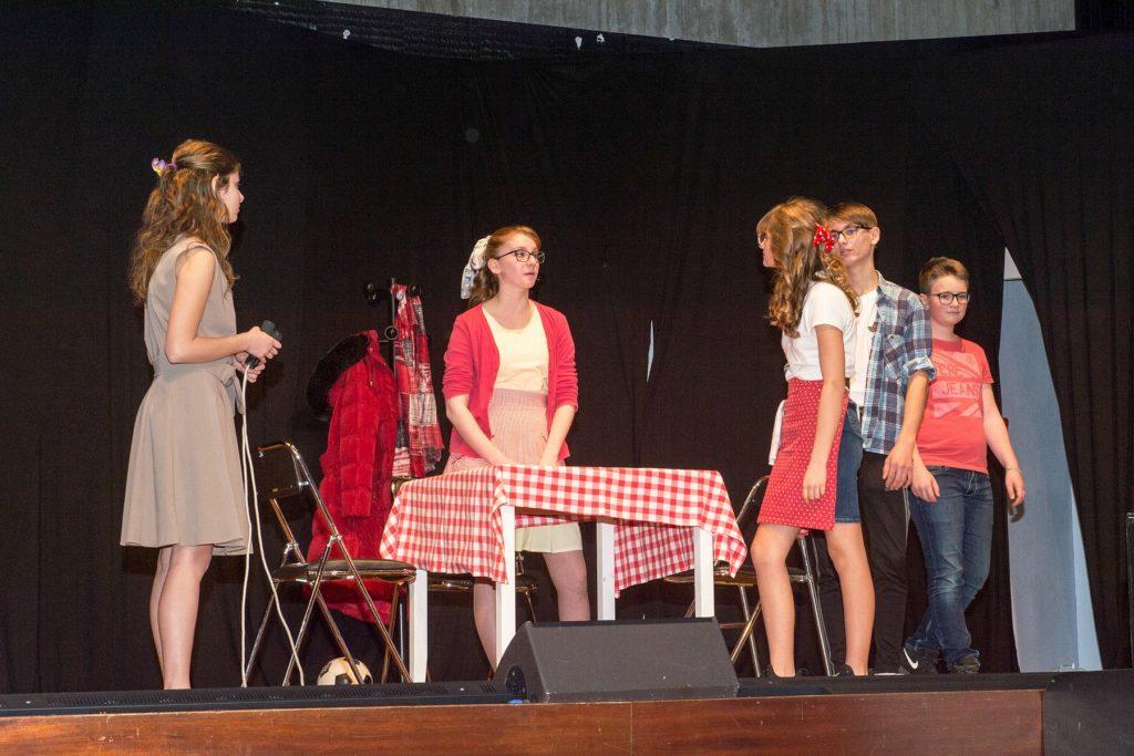La troupe des jeunes de la section théâtrale du cercle Aloysia de Soufflenheim